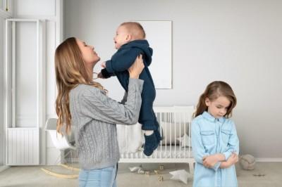 Рождение второго ребенка, как помочь пережить это первому